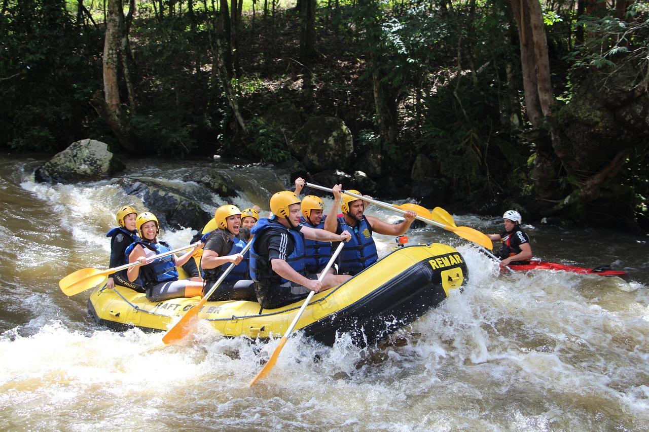 Rafting sur rivière déchaînée